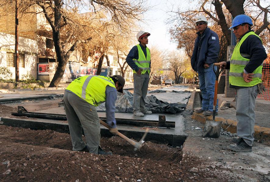 Contin an trabajos de pavimento y bacheo en barrios del for Pavimentos y suministros del sur